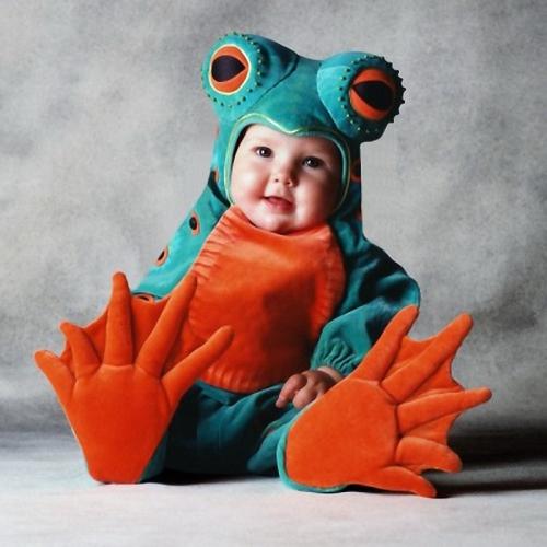 Дети сталкиваются с карнавальными праздниками чуть ли не чаще взрослых. Ведь подобные события развивают в них творческое начало, даже немного помогают им