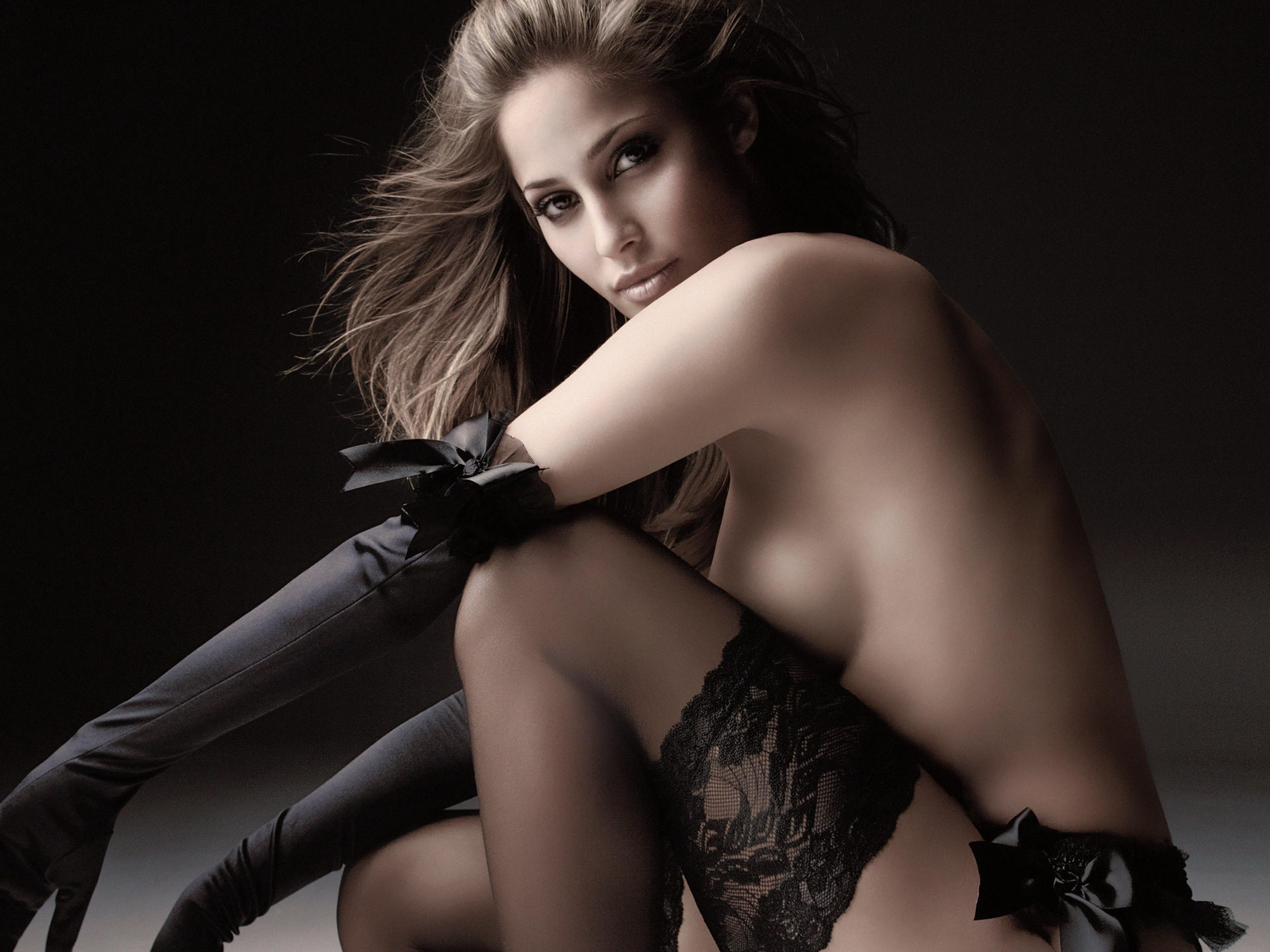 Сексуальные девушки в виниле 21 фотография