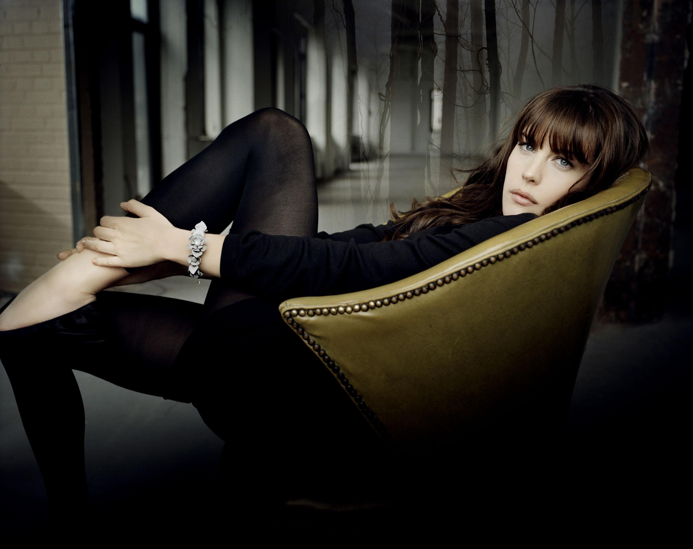 Фото девушек в креслах 13 фотография