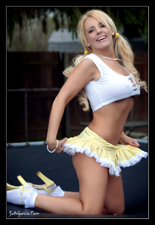 У девушки поднялась юбка от ветра и ее трахнули 26 фотография