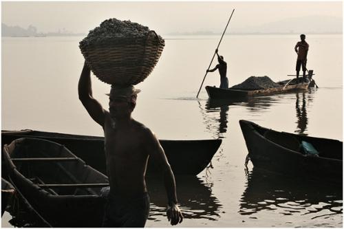 Фотожурналист Сергей Максимишин. Производство извести в Гоа, Индия (17 картинок)