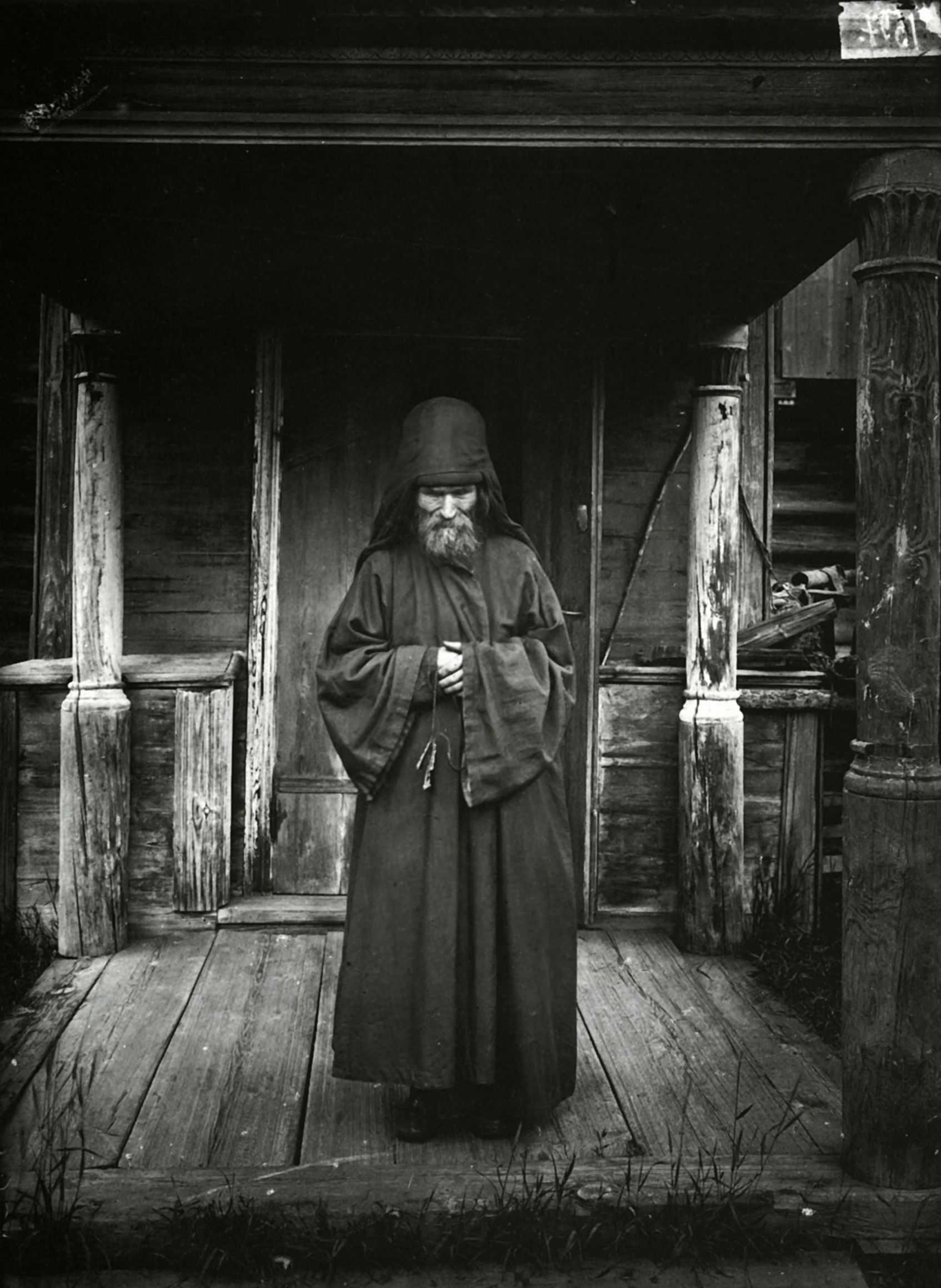 Черно белые фото монахини 7 фотография