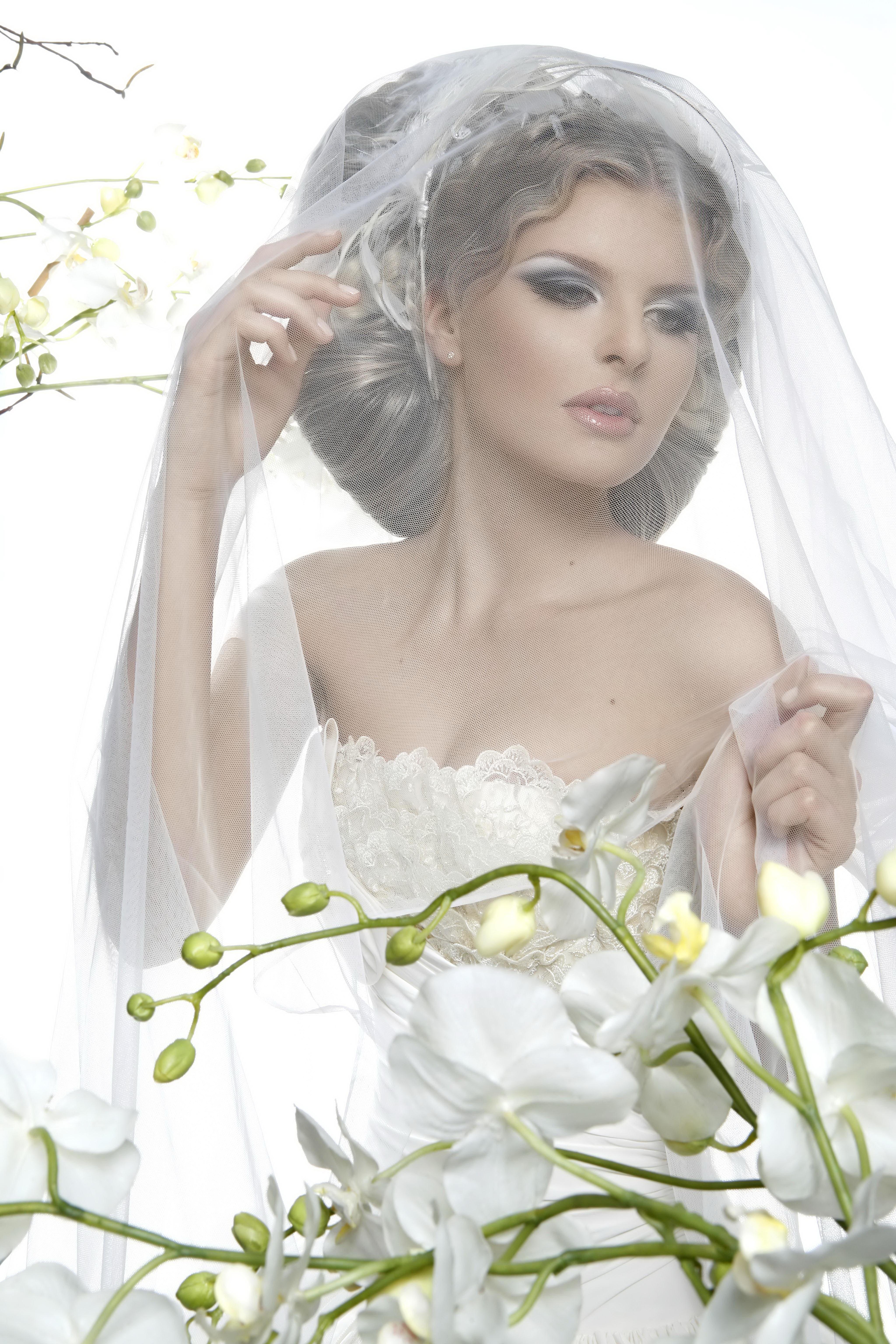 знакомая женщина в белом платье во сне
