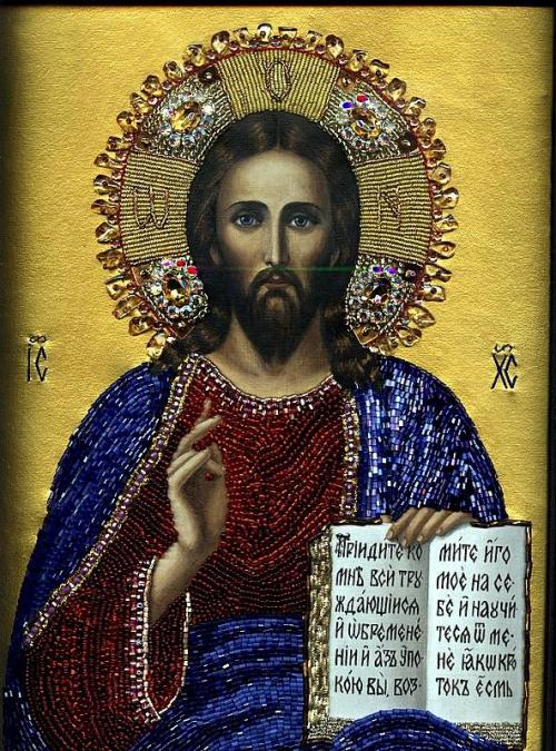 Иконы,написанные бисером.  Издревле на Руси к писаным иконам мастерицы - умелицы вышивали богатые оклады.