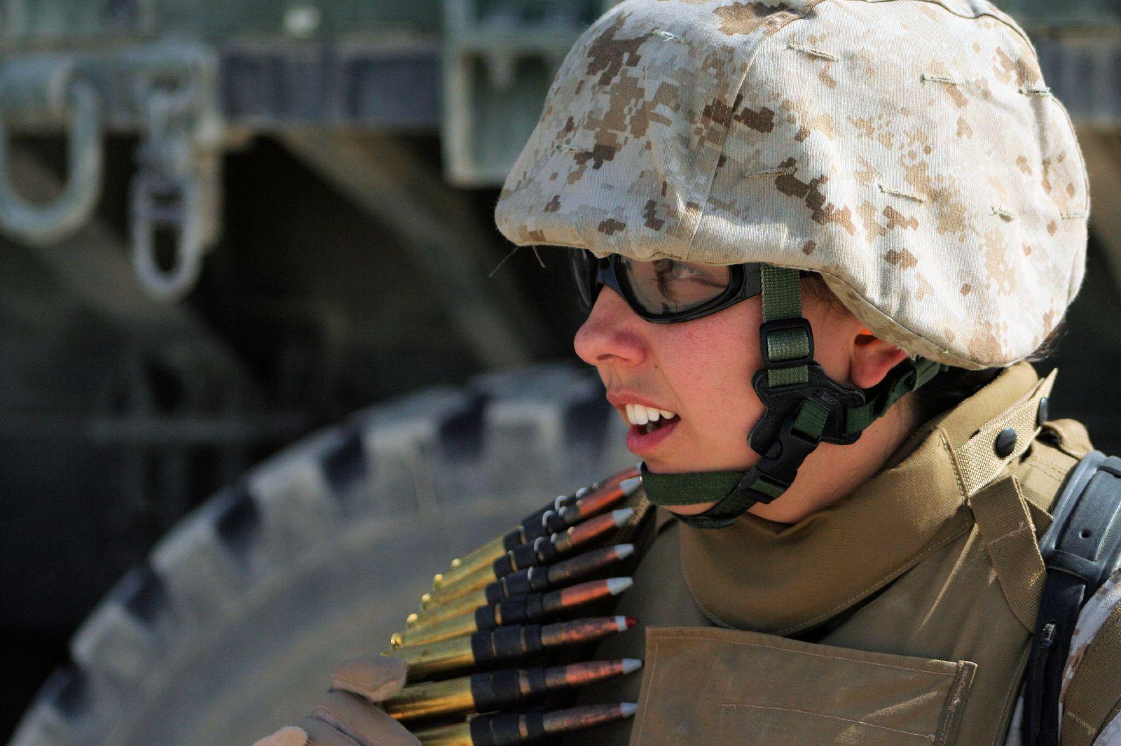 12 фото. фото и видео с девушками в армии. и Морская пехота