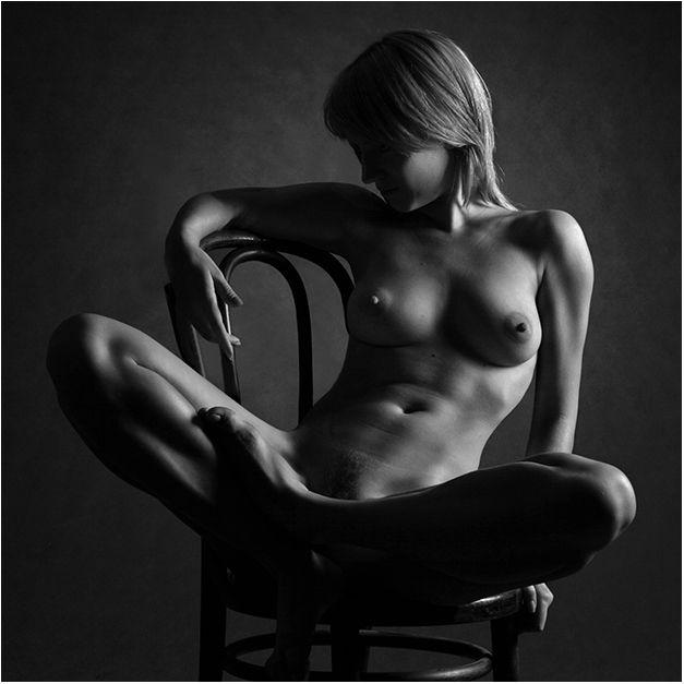 Фотография авторская черно-белая эротическая