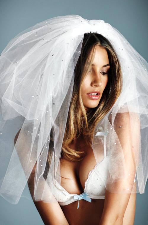 Lily Aldridge – Sexy Little Bride PhotoShoot (18 фото)