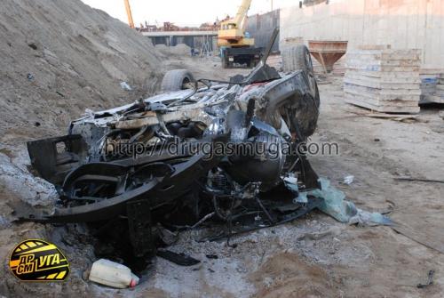 Киев: на Столичном шоссе кабриолет BMW-335i упал в котлован - водитель погиб, пассажирка - госпитализирована (58 фото)