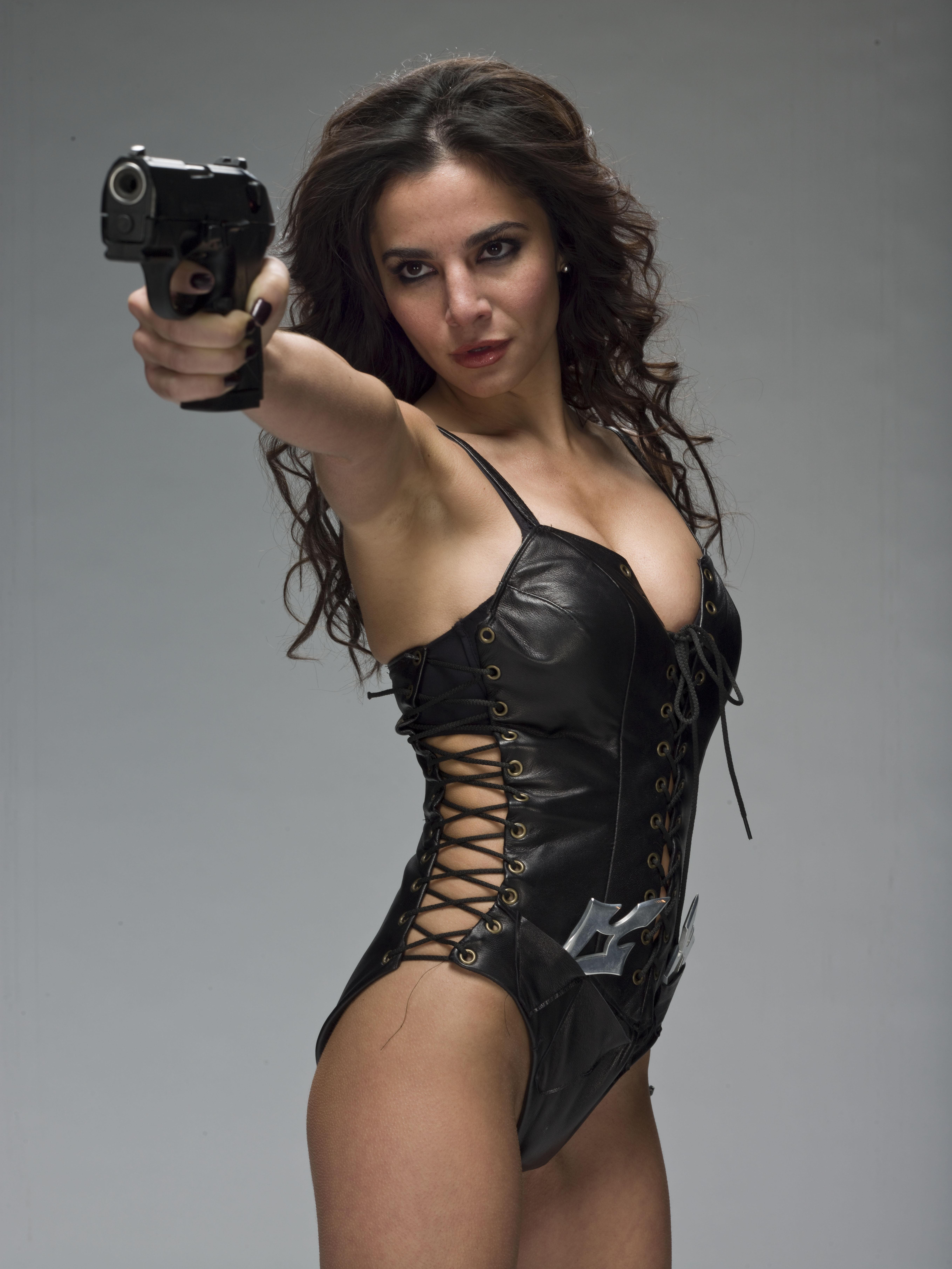 Фото девушек с оружием в руках 5 фотография