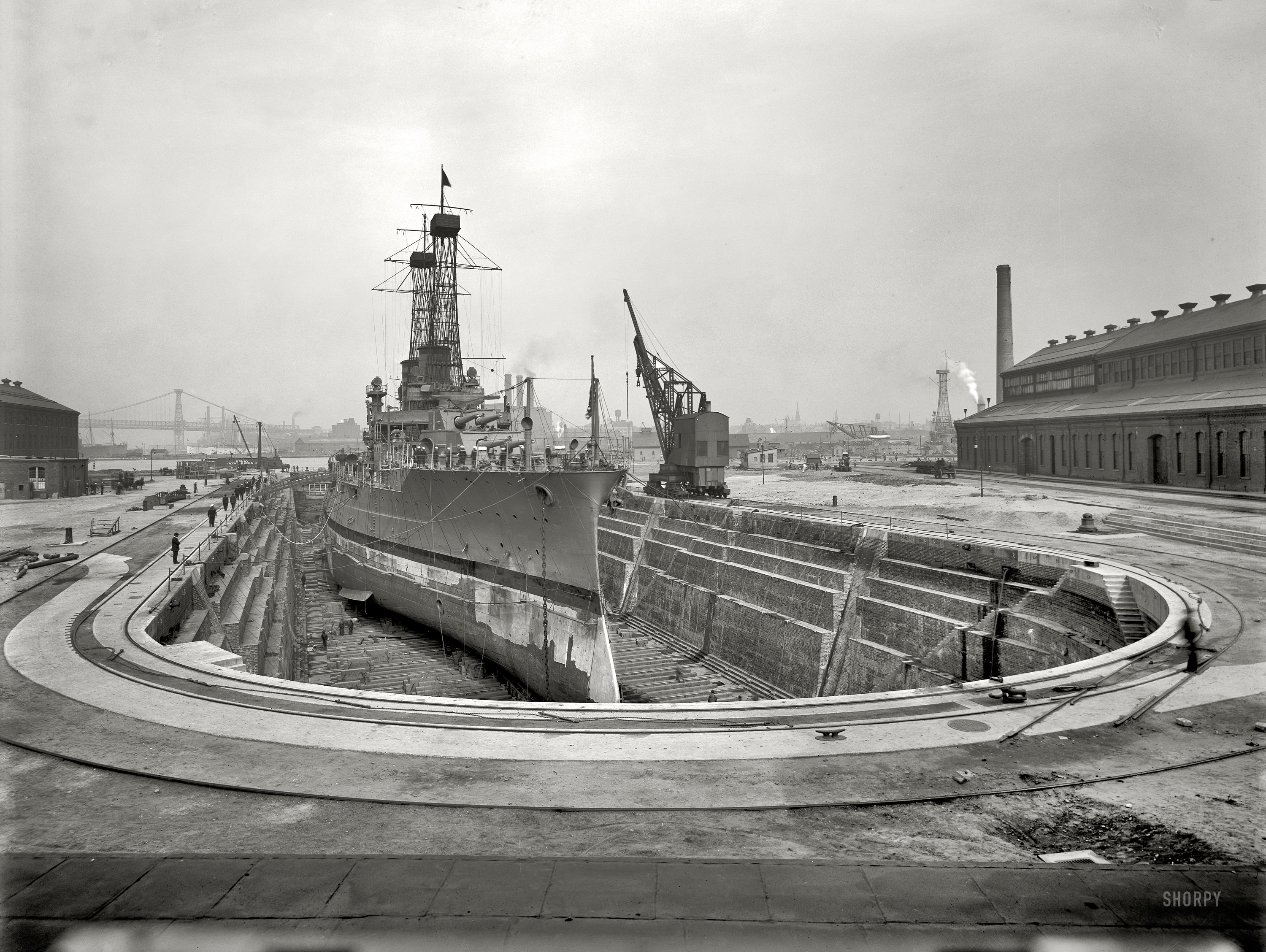 a look at the women in the new york navy yard during world war ii During 1943, 502% of contracts over $10,000 awarded by the maritime commission went to plants hiring less than 500 employees they received 2,462 of the 4,881 construction material contracts let during the year of 6,990 subcontracts let by shipyards working on maritime construction, 4,733 were handled by small business firms of the 136 plants.