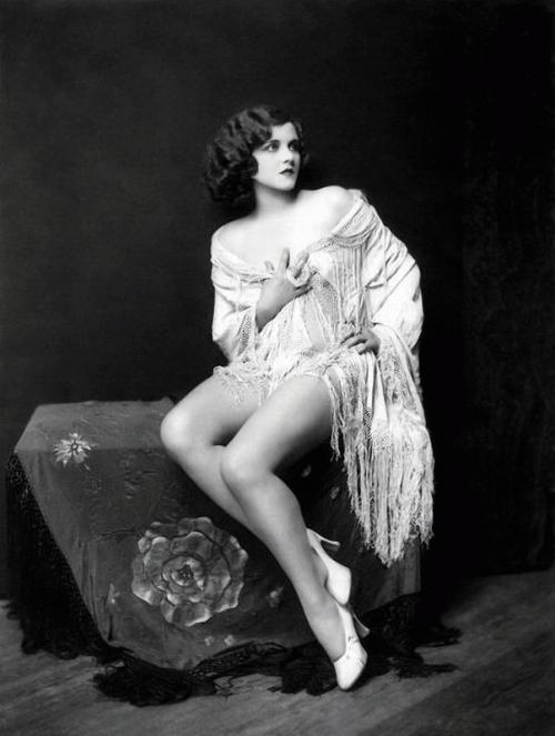 Фотографии девушек 1920-х годов (20 фото) (эротика)