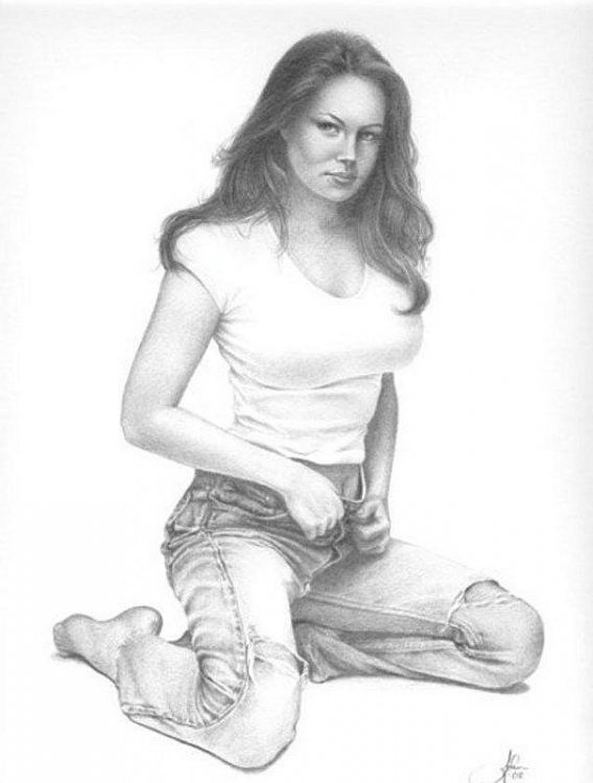 Рисованные девушки голые в карандаше 6 фотография