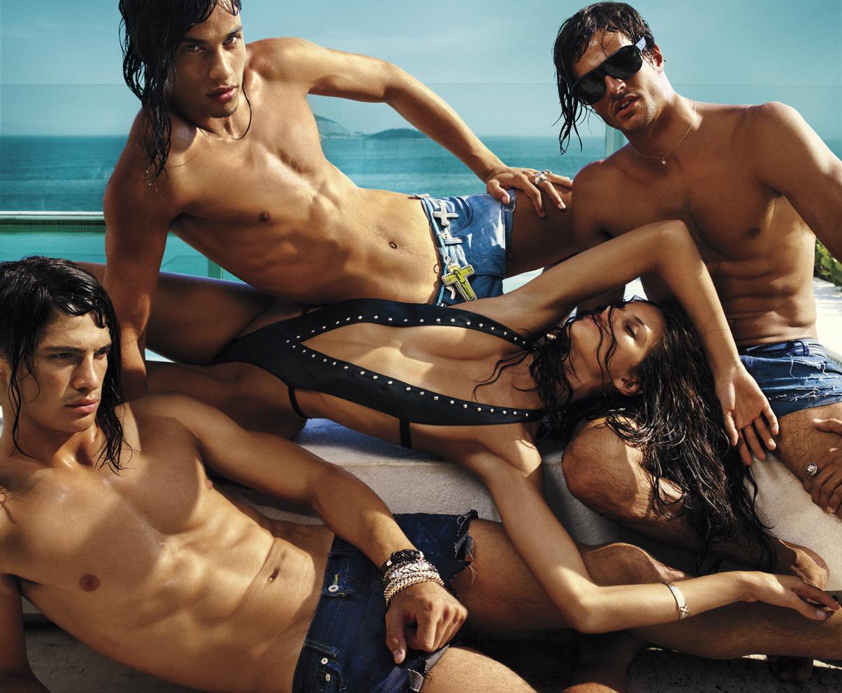 фото голых девушек среди мужчин