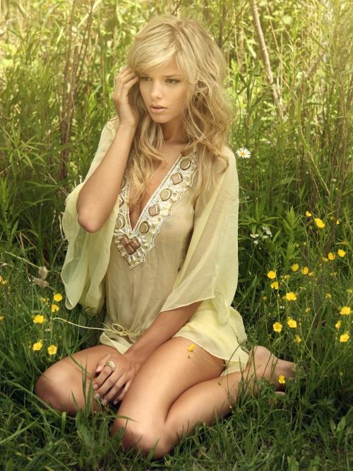Danielle Kn – Zeugari 2011 Swimwear Campaign (41 фото)