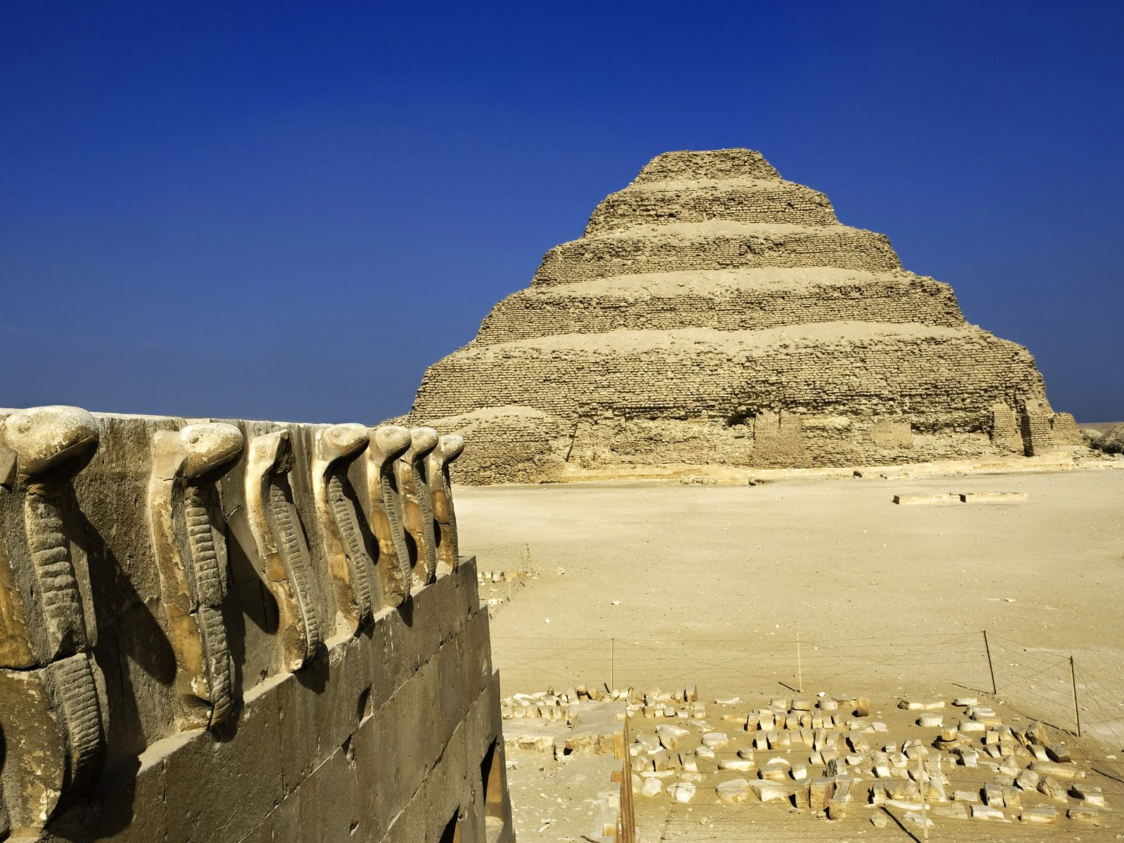 architecture of egypt It is as difficult to condense in one short chapter the sequence of architectural history in egypt as it is impossible to over-estimate the interest that it offers to artists and historians.