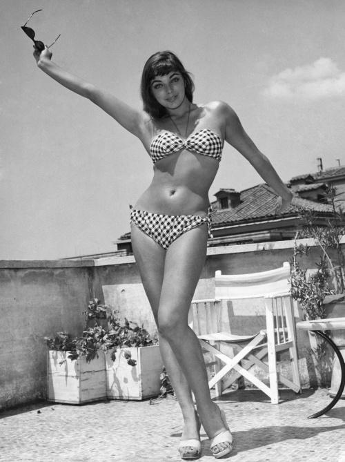 Joan Collins (139 фото)