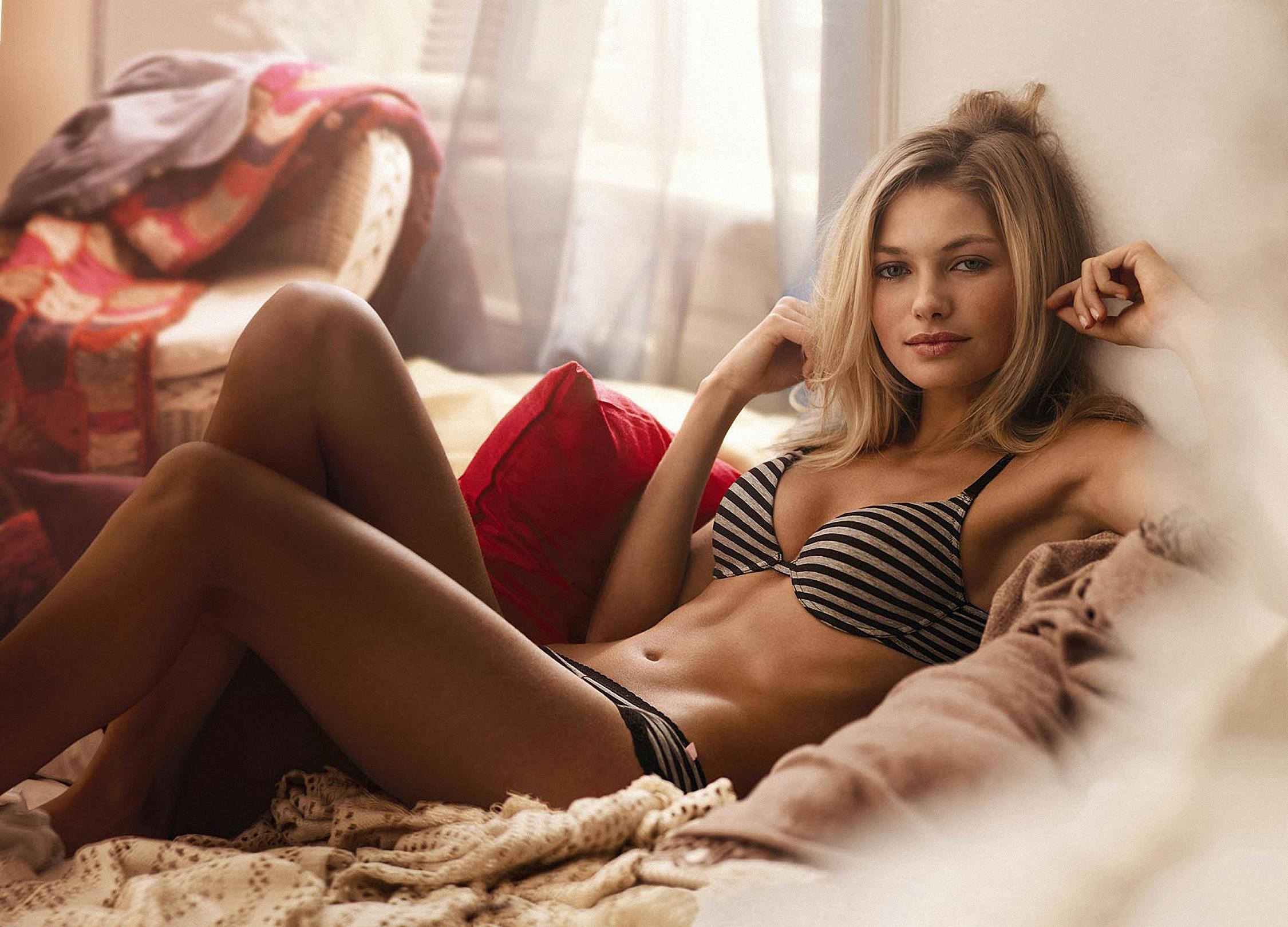 Фото красивых девушек без белья 18 лет 23 фотография