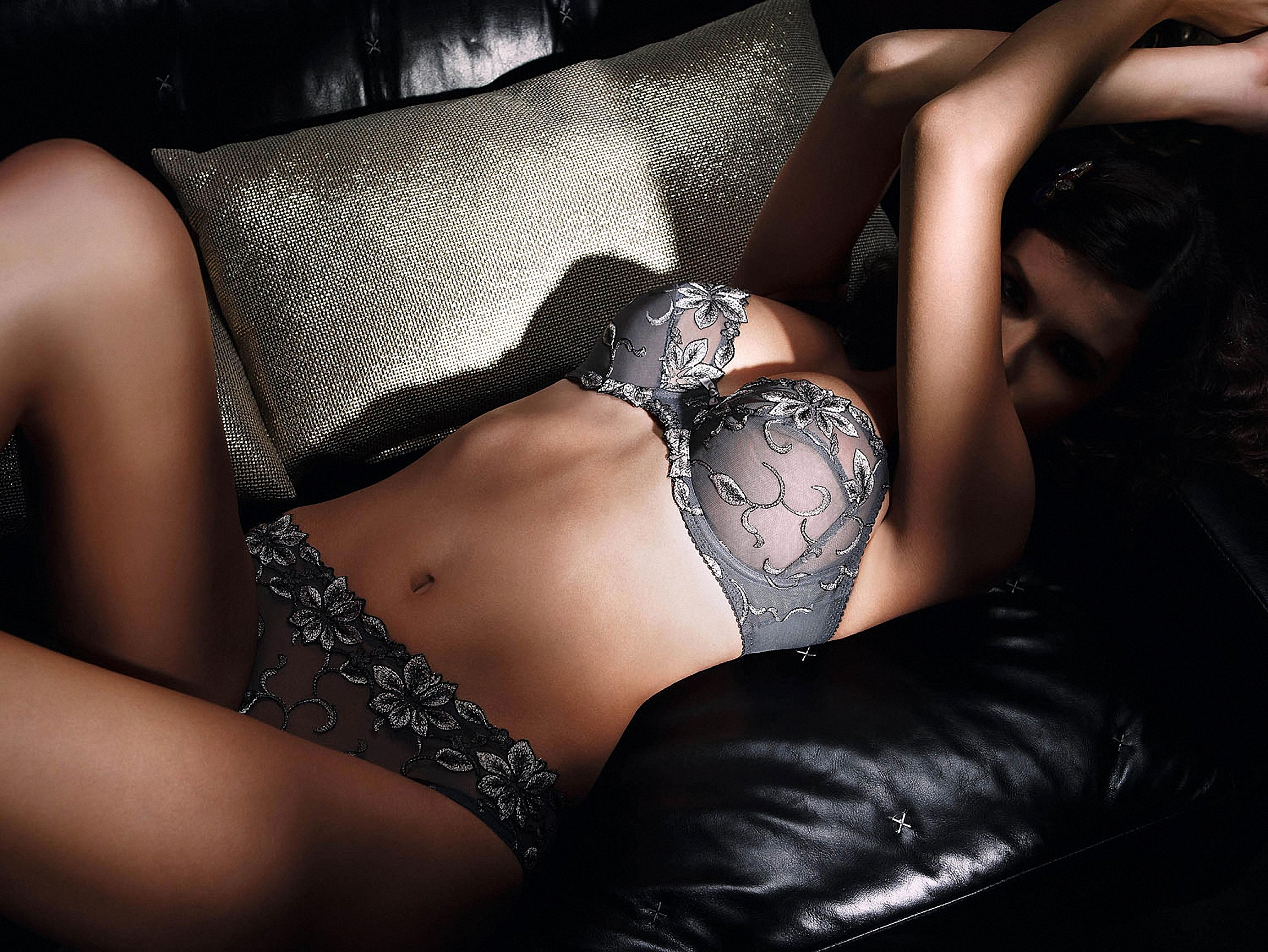 Эротические фотографии девушек в белье 17 фотография