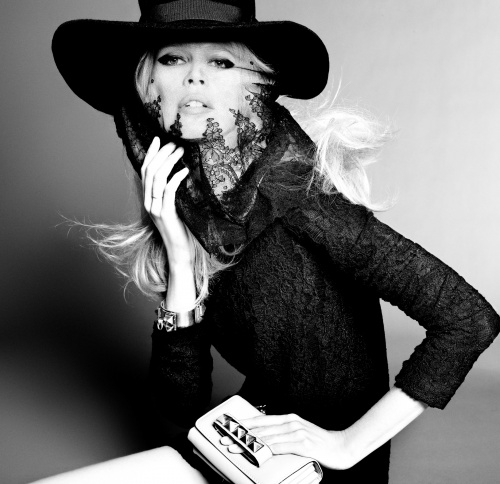 Claudia Schiffer Photoshoot 2011 for Vogue (10 фото)